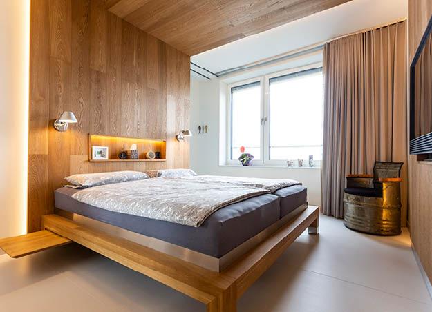 Natürliche Schlafzimmer aus purem Holz - nach Maß von woodendesign
