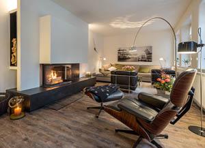 Gemütliche Wohnzimmermöbel aus Massivholz vom Möbeltischler woodendesign